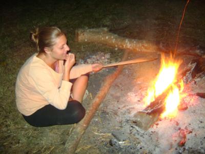 Candice joue avec le feu