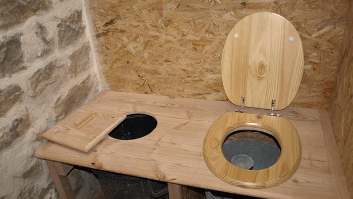 Exemple de toilettes sèches